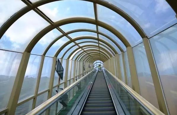 乘坐蒂森克虏伯扶梯,领略大漠的浩瀚壮阔和飘逸隽永.