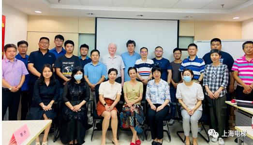 上海市电梯行业协会向首批电梯安装维修工鉴定合格人员颁证